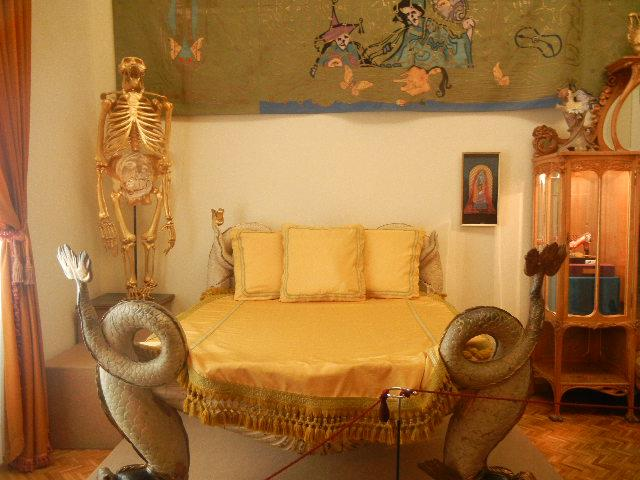 Dali's Actual Bed Set